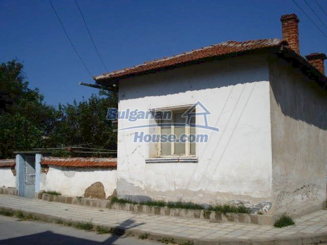 11322:1 - Well presented sunny rural house near Elhovo