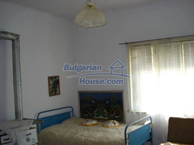 11322:11 - Well presented sunny rural house near Elhovo