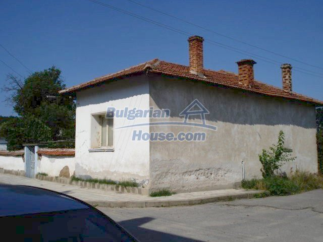 11322:2 - Well presented sunny rural house near Elhovo