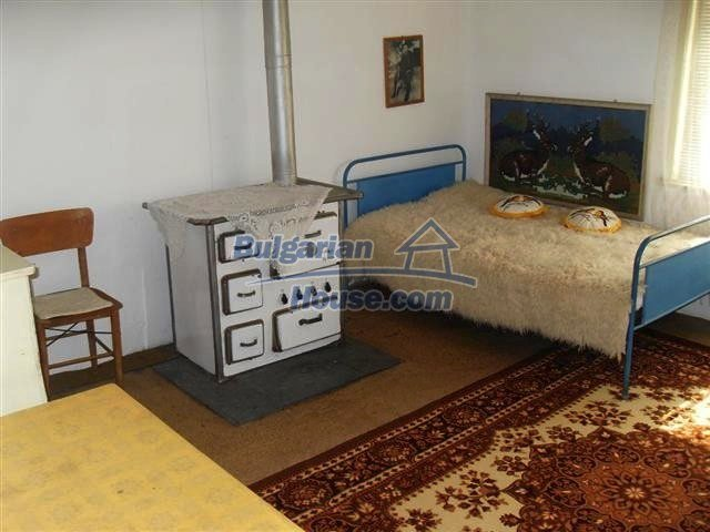 11322:4 - Well presented sunny rural house near Elhovo