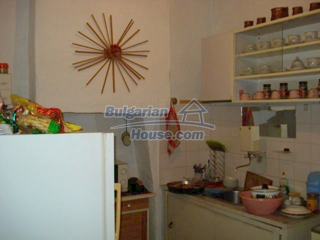 11322:10 - Well presented sunny rural house near Elhovo