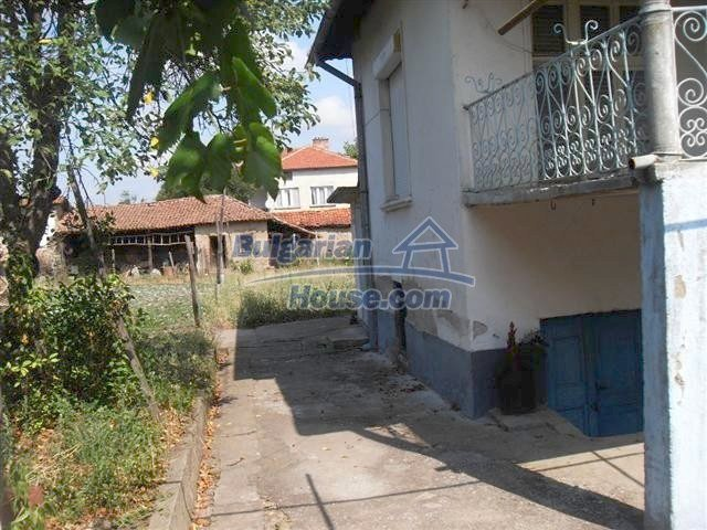 11322:12 - Well presented sunny rural house near Elhovo