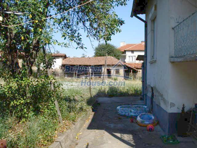 11322:15 - Well presented sunny rural house near Elhovo