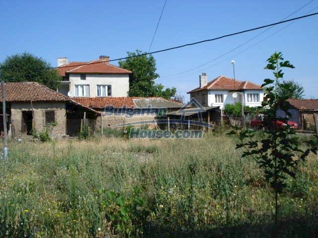 11322:17 - Well presented sunny rural house near Elhovo