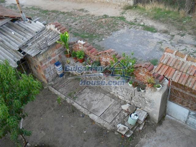 11329:16 - Large house with a nice compact garden near Elhovo