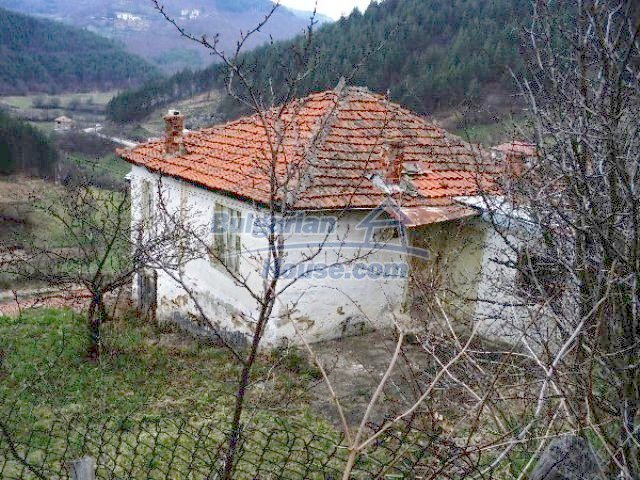 11334:3 - House with a sunny garden in the Rhodope Mountains