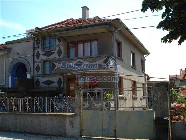 11338:1 - Well presented house with communicative location in Elhovo