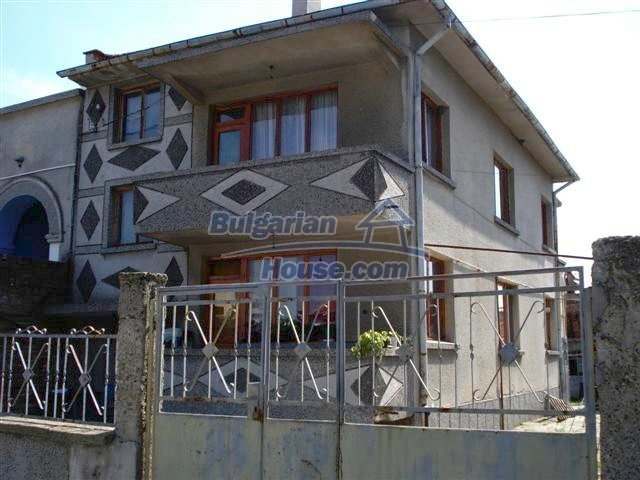 11338:2 - Well presented house with communicative location in Elhovo