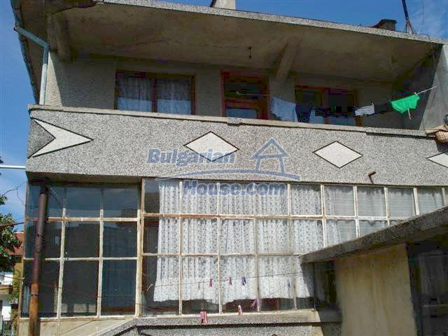 11338:4 - Well presented house with communicative location in Elhovo