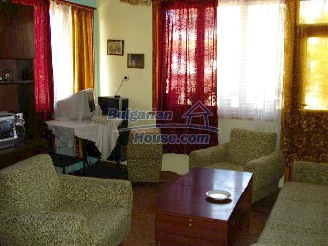 11338:6 - Well presented house with communicative location in Elhovo
