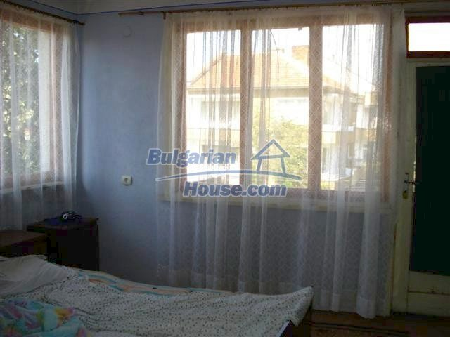 11338:18 - Well presented house with communicative location in Elhovo