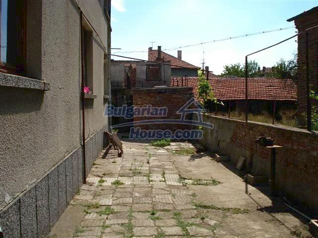 11338:23 - Well presented house with communicative location in Elhovo
