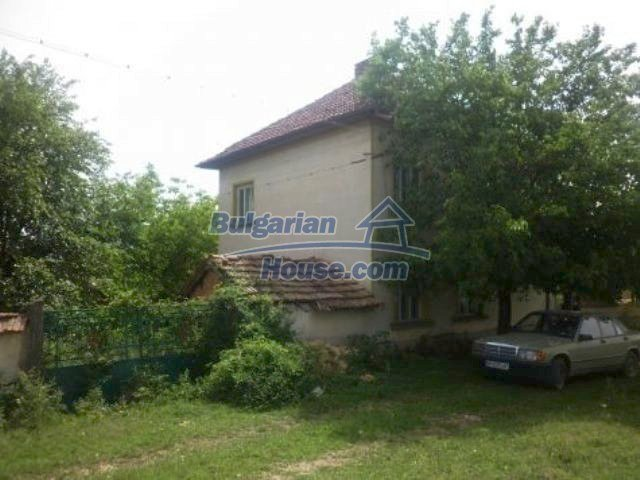 11356:3 - Large rural house with a barn and a gardenVratsa region
