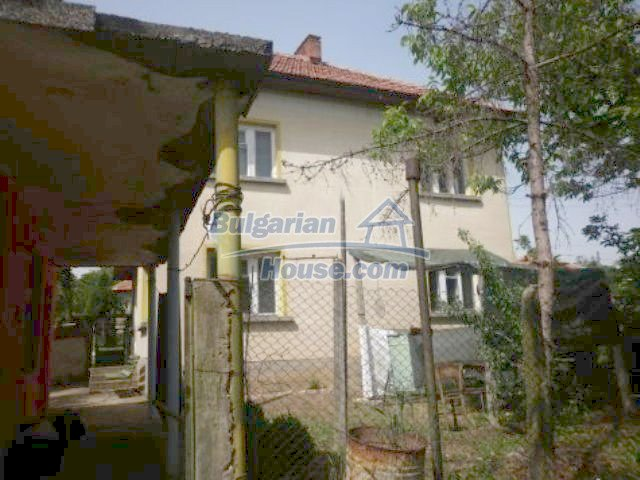 11356:4 - Large rural house with a barn and a gardenVratsa region