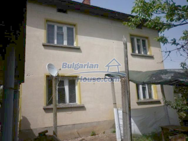 11356:10 - Large rural house with a barn and a gardenVratsa region