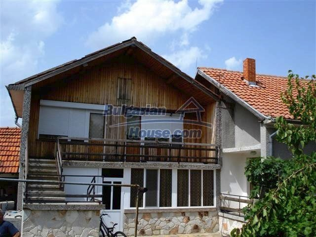 11357:1 - Completed rural house with a splendid garden near Elhovo