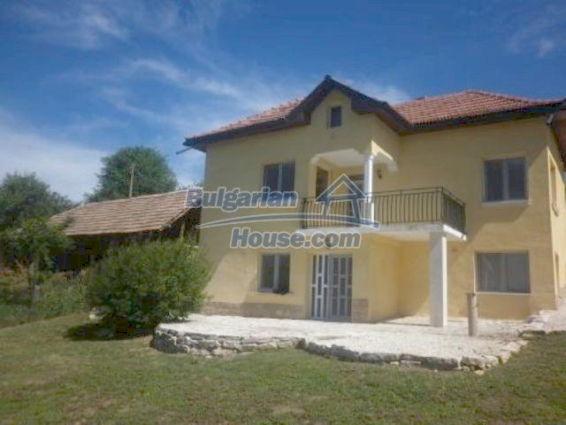 11366:1 - Spacious furnished house near Vratsaenchanting mountain views