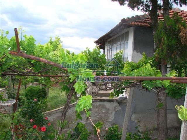 11379:2 - Sunny house with a beautifully arranged garden near Yambol
