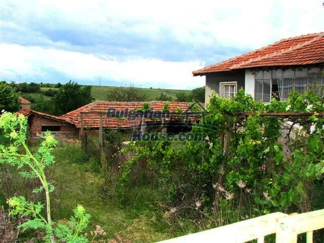 11379:3 - Sunny house with a beautifully arranged garden near Yambol