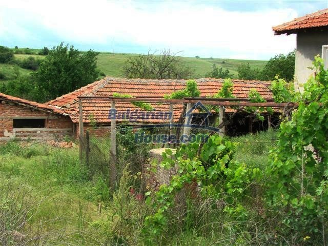 11379:5 - Sunny house with a beautifully arranged garden near Yambol