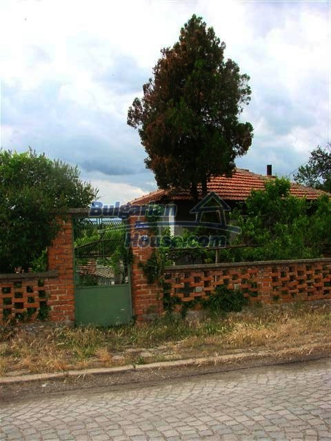 11379:6 - Sunny house with a beautifully arranged garden near Yambol