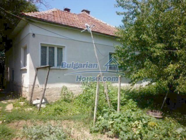 11382:1 - Cheap and large house with an extensive garden near Vratsa