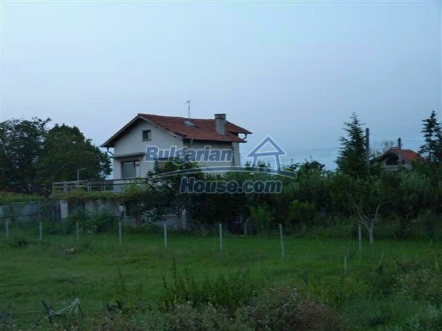 11397:3 - Rural renovated house with a splendid garden near Yambol