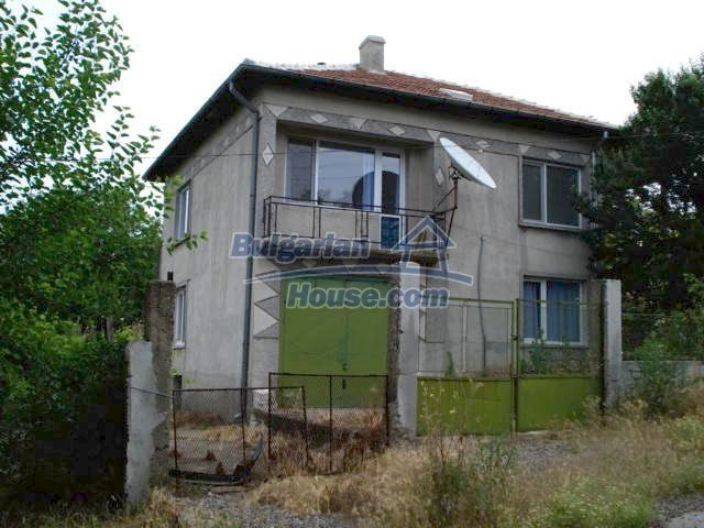 11402:1 - Spacious rural house near Elhovoexcellent investment