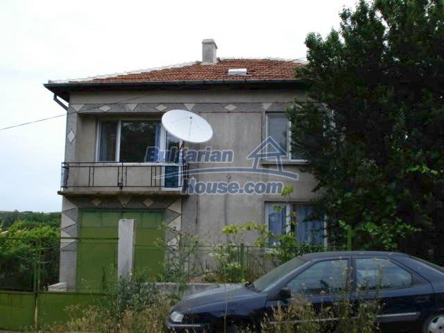 11402:2 - Spacious rural house near Elhovoexcellent investment