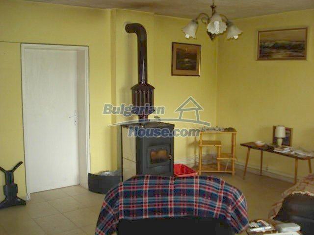 11402:12 - Spacious rural house near Elhovoexcellent investment
