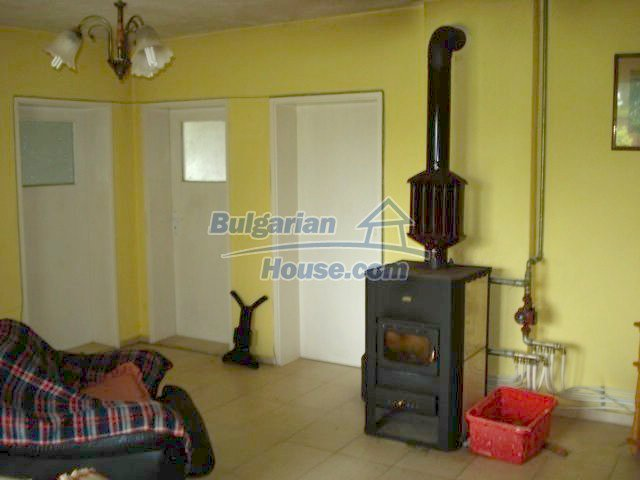 11402:14 - Spacious rural house near Elhovoexcellent investment