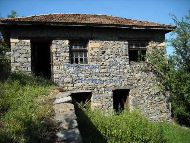 11420:10 - Sunny house with astounding views near Kardzhali