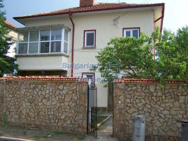 11439:1 - Spacious and sunny house with a wonderful garden - Elhovo