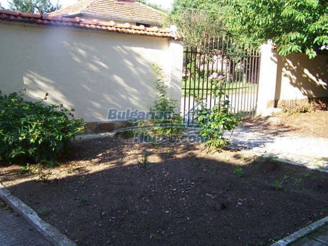 11439:27 - Spacious and sunny house with a wonderful garden - Elhovo
