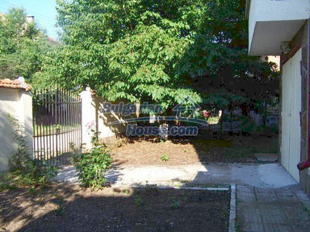 11439:28 - Spacious and sunny house with a wonderful garden - Elhovo