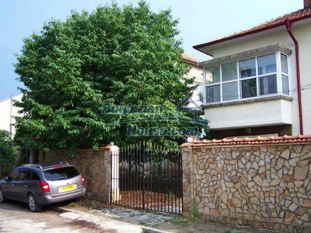 11439:30 - Spacious and sunny house with a wonderful garden - Elhovo