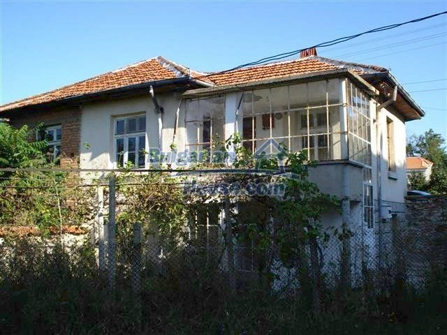 11464:1 - Pretty rural house with a big garden near Elhovo