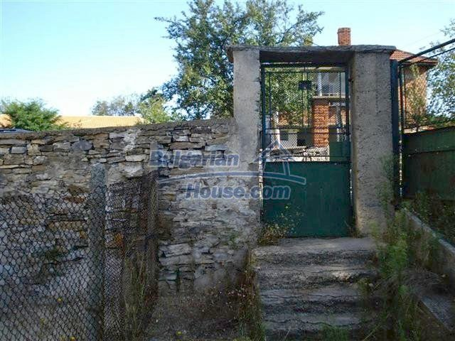 11464:16 - Pretty rural house with a big garden near Elhovo