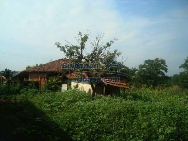 11467:15 - Lovely house with a large garden close to Elhovo