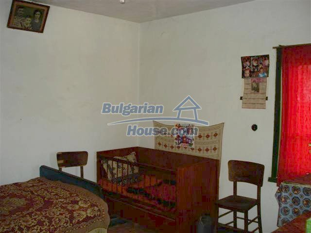 11473:20 - Incredible rural property with a huge garden 10 km from Elhovo