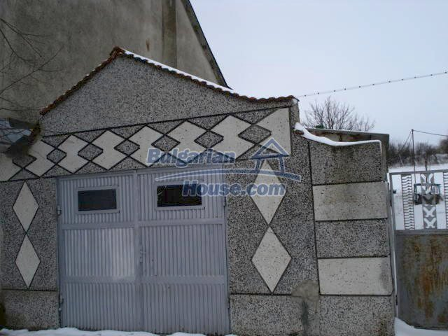 11483:27 - Cheap lovely family home in a serene villageYambol region