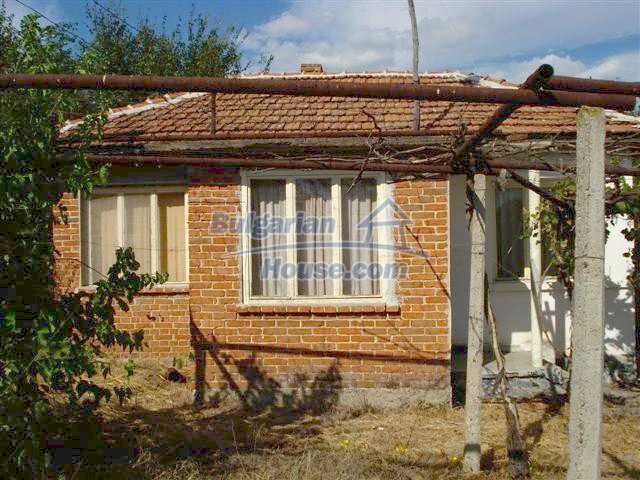 11497:1 - Cheap rural house with a large landscaped garden - Elhovo
