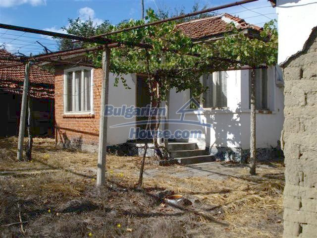 11497:3 - Cheap rural house with a large landscaped garden - Elhovo