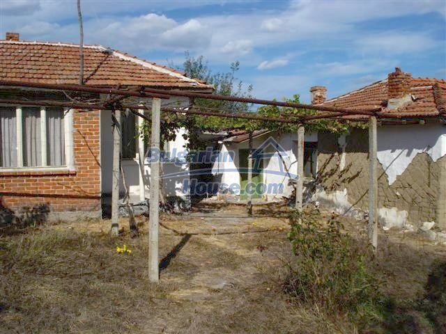 11497:4 - Cheap rural house with a large landscaped garden - Elhovo
