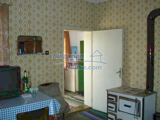 11497:12 - Cheap rural house with a large landscaped garden - Elhovo