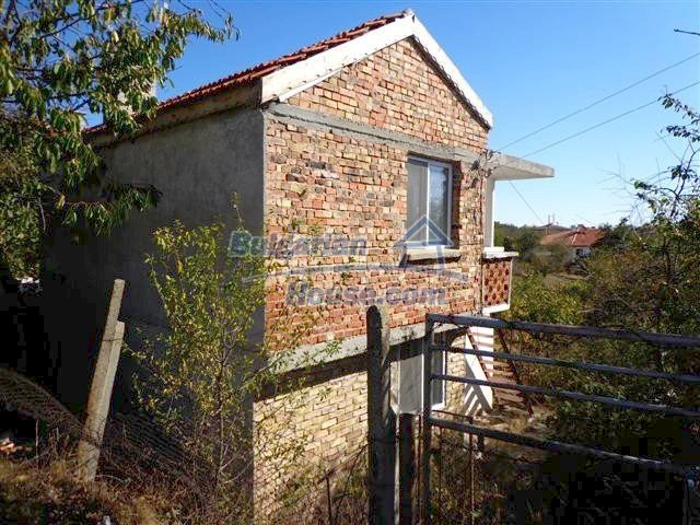 11507:3 - Cheap massive partly renovated rural house in Bourgas