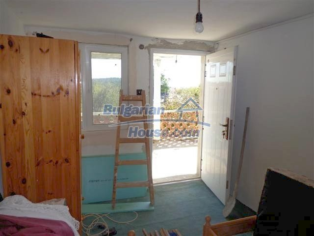 11507:13 - Cheap massive partly renovated rural house in Bourgas