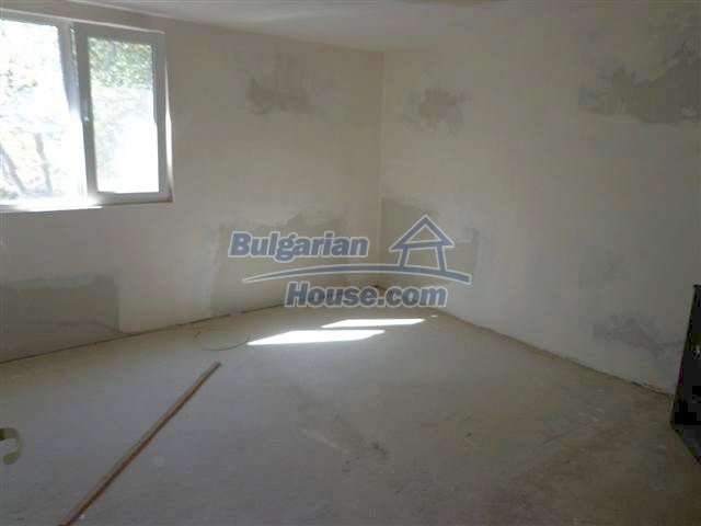 11507:5 - Cheap massive partly renovated rural house in Bourgas