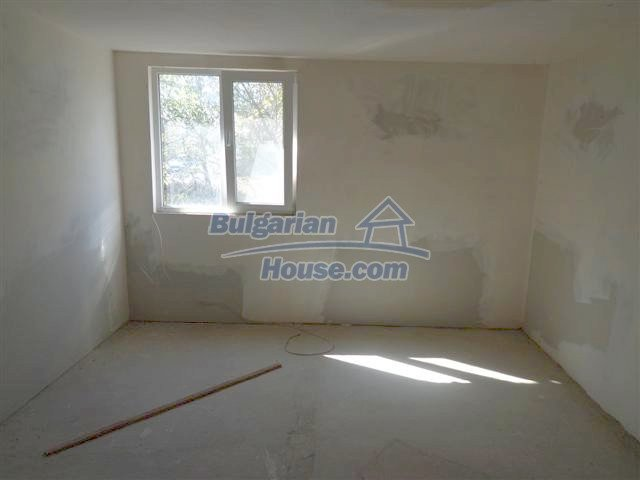 11507:6 - Cheap massive partly renovated rural house in Bourgas