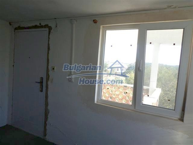 11507:9 - Cheap massive partly renovated rural house in Bourgas